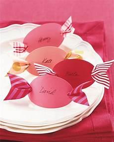 tischkarten geburtstag in form rosa pralinen