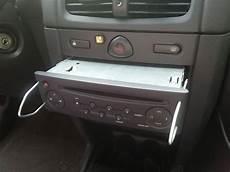 Installation D Un C 226 Ble Auxiliaire Mp3 Sur Une Renault Clio 2