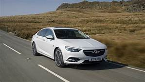VAUXHALL INSIGNIA IS AUTO EXPRESS FAMILY CAR OF THE YEAR