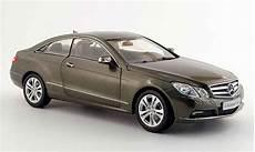 mercedes classe e miniature coupe c 207 grise 2009 norev