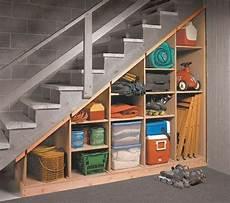 etagere sous escalier quel meuble sous escalier choisir archzine fr