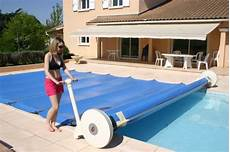 enrouleur electrique bache piscine barre pilote un enrouleur motoris 233 pour les couvertures 224