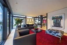 Wohnzimmer Mit Bodentiefen Fenster Und Viel Glas Im Huf