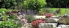 steingarten anlegen ideen steingarten anlegen gestalten ideen bilder beispiele