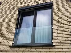 Französische Fenster Geländer - br 252 stung aus glas vor fenster fenster franz 246 sische