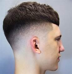 modèles de coiffures courtes 36404 coupe courte homme le style en raccourci coiffure homme court coiffure cheveux epais et