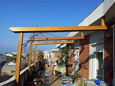 tettoia balcone pergolato su balcone rv strutture in legno