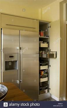 amerikanischer kühlschrank in küche edelstahl amerikanischer k 252 hlschrank neben 246 ffnen