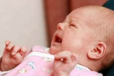 Was Hilft Bei Bauchschmerzen - die besten tipps wenn ein baby bauchschmerzen hat