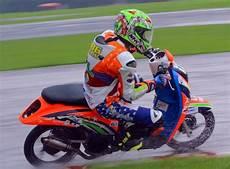 Modifikasi Motor Road Race by Modifikasi Motor Scoopy Hits Cocok Untuk Anak Muda