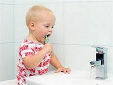 soins dentaires brossage de dents mode d emploi