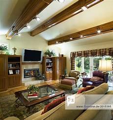 Holzbalken Und Gew 246 Lbten Decke Im Wohnzimmer