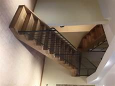 ringhiera di legno scala in legno di rovere e ringhiera in ferro battuto