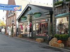 Are There Many Stores Open In Newport Ri In November On