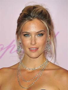 bar refaeli supermodel bar refaeli cops plea in tax case mother may