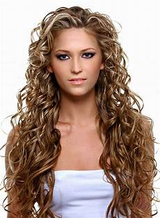 Lange Haare Frisuren - sehr lange haare mit wilden locken und str 228 hnchen sch 246 ne