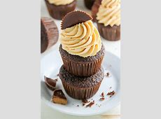 chocolate cup cakes with fluffy peanut butter marshmallow frosti_image