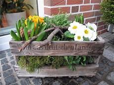 bepflanzte weinkiste weinkiste garten terrasse garten