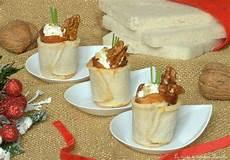 bicchieri plastica finger food bicchieri di pane bianco con mousse di formaggio speck e