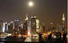 Moon Rising The Moon And New York City Daily Mail