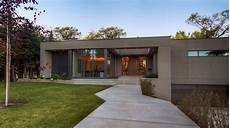 moderne bungalows mit garage modern bungalow contemporary exterior calgary by