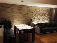 wandverkleidung stein wohnzimmer wohnzimmer mit essbereich mit dunklen m 246 beln und steinwand aus riemchen als wandverkleidung