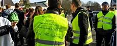 Gilets Jaunes Manifestation Macron Essence 17 Novembre