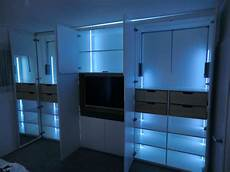 kleiderschrank beleuchtung innen innenbeleuchtung kleiderschrank glas pendelleuchte modern