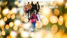 verkaufsoffener sonntag ansturm auf weihnachtsgeschenke