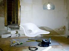 chaise charles eames file la chaise by charles and eames and fly by