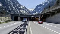 St Gotthard Tunnel - gotthard tunnel zwei tote bei schwerem unfall in der