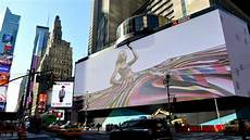 new york riesige videoleinwand am new yorker times square