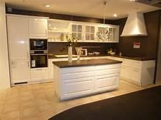 l küche mit insel l kueche mit insel lack weiss hochglanz elegance 1