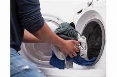 Dunkle Flecken Nach Dem Waschen In Der Waschmaschine - anleitung w 228 sche waschen in der waschmaschine i cleanipedia