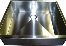 lavelli inox su misura realizzazione accessori cucina in acciaio su misura venezia