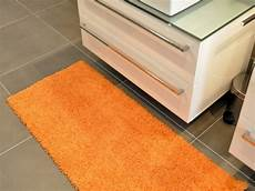 tappeti x bagno tappeti per bagno ecco come pulirli correttamente