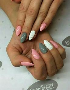 Pink White Grey Sweater Nails Nageldesign