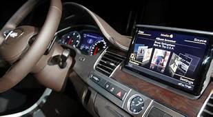 Despite Risks Carmakers Integrate The Web With Dash