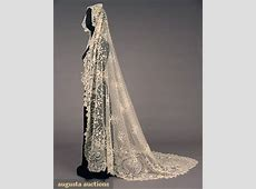 Beautiful long antique lace veils for vintage brides?