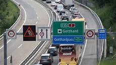 Stau Gotthard Aktuell - sieben kilometer stau am gotthard handelszeitung