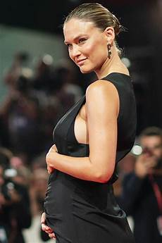 Bar Refaeli Bar Refaeli Gets Community Service In Tax Evasion Case