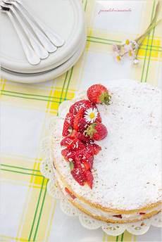 torta margherita con crema pasticcera e fragole torta margherita con crema di yogurt e fragole panelibrienuvole
