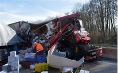 Schwerer Lkw Unfall In Bayern R 252 Ckstau Bis Zur Grenze