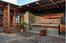bar en béton ciré b 233 ton cir 233 associ 233 224 meubles en bois massif pour un style
