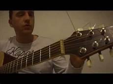 comment changer vos cordes de guitare folk