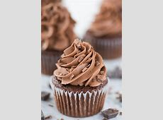 extreme chocolate cupcakes with white chocolate frosting_image