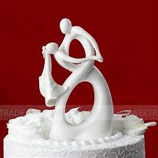 cupcake just arrival dancing bride and groom with heart