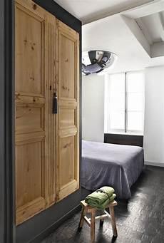 Porte Armoire Sur Mesure Fabriquer Une Armoire Avec Des Portes Anciennes En Bois