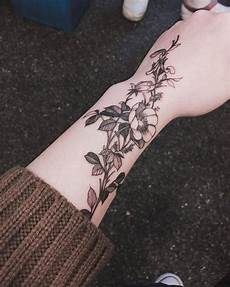 Blumen Arm - healed flower on the left arm artist zihwa