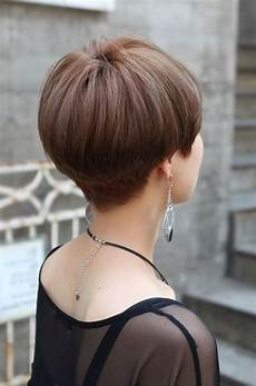 wedge hairstyle back view wavy haircut